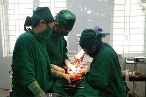 Sơn Động: Phẫu thuật nội soi cắt khối u tử cung nặng 800 gam
