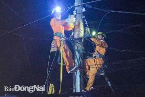 Khắc phục sự cố mái tôn bị gió lốc cuốn lên đường điện