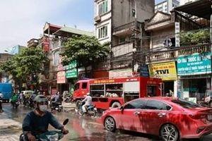 Cháy cửa hàng cho thuê áo cưới trên phố Tam Trinh