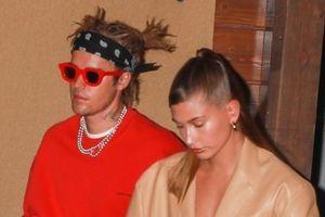 Justin Bieber khác lạ với tóc mới, cùng bà xã Hailey Baldwin đi ăn tối