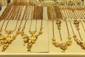 Giá vàng tăng 100.000 đồng mỗi lượng