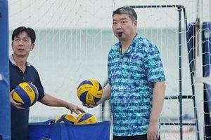 Huấn luyện viên Li Huan Ning đồng hành cùng bóng chuyền nam Việt Nam tại SEA Games 31
