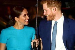 Hoàng tử Harry - Meghan 'được trả thù lao vượt nhiều sao lớn'