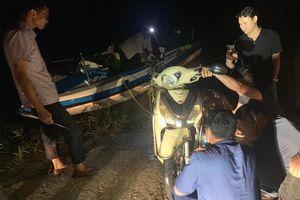 Truy tìm, trục vớt xe máy tại bến phà trong vụ cướp manh động