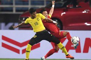 HLV tuyển Malaysia hốt hoảng vì mất 'chân tiền'