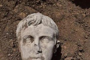 Phát hiện đầu tượng bằng đá cẩm thạch của hoàng đế La Mã