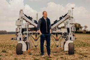 Robot diệt cỏ bằng điện thế hàng nghìn vôn