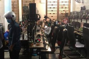 Bất chấp lệnh cấm, tiệm Internet vô tư mở cửa giữa đại dịch Covid-19