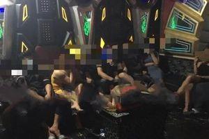 Ngỡ ngàng với hình ảnh diễn ra trong quán karaoke 7969