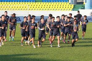 V-League hoãn, tuyển Việt Nam hội quân gấp
