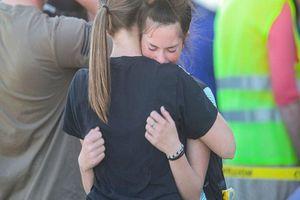 Nữ sinh lớp 6 xả súng tại trường học gây rúng động