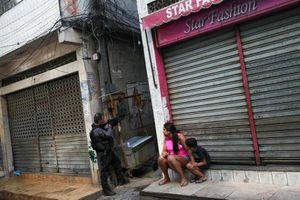 Toàn cảnh đấu súng kinh hoàng giữa cảnh sát Brazil và tội phạm ma túy