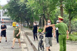 Hà Nội: Duy trì lực lượng nhắc nhở người dân phòng dịch Covid-19