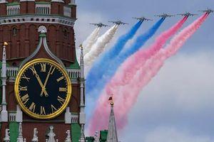 Xem quân đội Nga phô diễn lực lượng trong tổng diễn tập Lễ duyệt binh Ngày Chiến thắng
