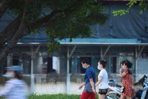 Hà Nội đóng cửa công viên, người dân đổ ra đường tập thể dục