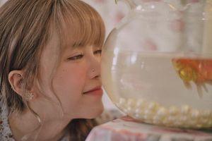Loạt hình ảnh ngọt ngào của Thiều Bảo Trâm trong MV 'Love rosie' đang gây bão cộng đồng mạng