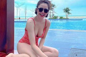 Trâm Anh diện đồ bơi khoe vòng 1 'trĩu nặng' cực sexy nhưng cư dân mạng chỉ chú ý đến điều này!