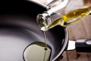 4 thói quen tai hại khi sử dụng dầu ăn gây bệnh tật mà nhiều người mắc phải
