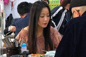 Ảnh chụp người qua đường lột trần nhan sắc của mỹ nhân tự nhận mình đẹp hơn cả Kim Tae Hee và Jeon Ji Hyun