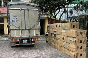 Bắt giữ xe tải chở 122.500 khẩu trang không rõ xuất xứ ở Hà Tĩnh