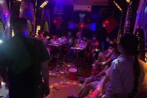 Bắt quả tang nhóm thanh niên 'bay lắc' trong quán hát