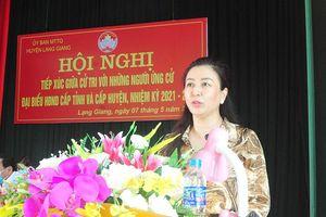 Phó Bí thư Thường trực Tỉnh ủy Lê Thị Thu Hồng và các ứng cử viên đại biểu HĐND tỉnh, huyện tiếp xúc cử tri Lạng Giang