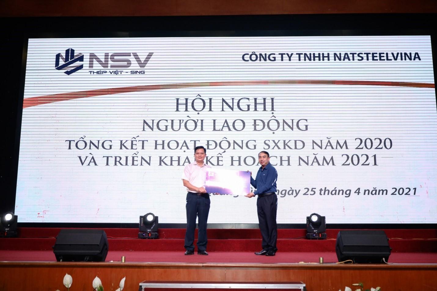 Công đoàn Tổng công ty Thép Việt Nam – CTCP: Tặng quà cho người lao động NatSteelVina nhân tháng công nhân