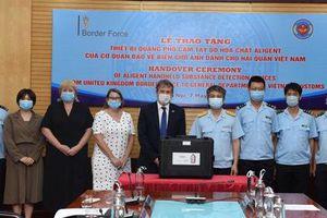 Hải quan Việt Nam tiếp nhận 4 máy quang phổ phát hiện hóa chất