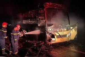 Đắk Nông: Xe khách giường nằm cháy trơ khung