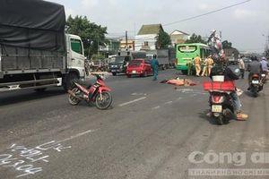 Người đàn ông chạy xe máy bị xe buýt tông tử vong tại chỗ