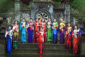Đưa quốc hoa ASEAN lên áo dài