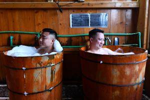 Thăm vườn dâu, tắm lá người Dao ở Sa Pa