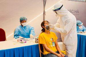 Chùm ảnh: Quận Thanh Xuân xét nghiệm Covid-19 cho 871 đối tượng nguy cơ cao