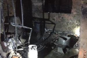 Vụ 8 người tử vong: Do thùng xi đánh bóng đổ xuống sàn nhà gây cháy