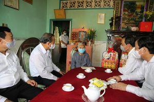 Phó Thủ tướng Thường trực thăm Mẹ Việt Nam Anh hùng tại Long An