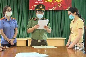 Lỗ hổng 'cõng Covid' vào Việt Nam