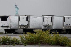 Một năm sau 'sóng thần' COVID-19, 750 thi thể vẫn nằm trong xe đông lạnh ở New York