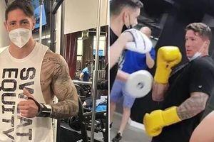 Torres khoe cơ bắp khủng, gia nhập làng boxing