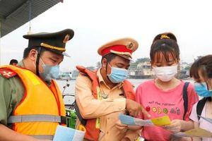Đoàn thanh niên Công an TP Cần Thơ tuyên truyền phòng dịch chợ nổi Cái Răng
