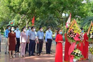 Bộ trưởng Bộ Tài chính Hồ Đức Phớc dâng hương tại Bảo tàng Quang Trung