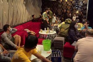 Phát hiện cơ sở karaoke phục vụ khách bất chấp lệnh tạm dừng hoạt động