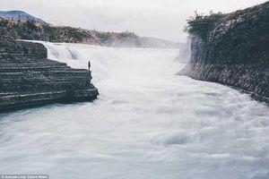 Ấn tượng với bộ ảnh con người đơn độc giữa thiên nhiên hùng vĩ