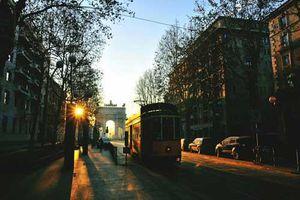 Hành trình khám phá thành cổ Milan bằng tàu điện