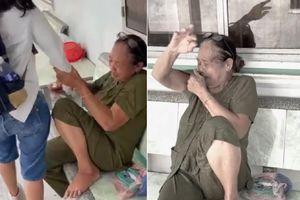 Tiễn cháu lên Sài Gòn học, người bà bật khóc nức nở khiến dân mạng cay khóe mắt