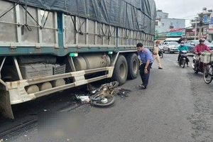 Nam sinh lớp 12 tử vong sau va chạm với xe tải