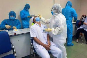 Bệnh viện Ung Bướu TP.HCM lấy 2.000 mẫu sàng lọc COVID-19