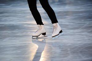 Lý do bạn dễ bị ngã khi đi trên băng