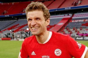 Hai cầu thủ Bayern đi vào lịch sử bóng đá Đức
