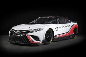 Toyota Camry phiên bản đường đua mạnh 670 mã lực