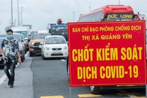 Ùn tắc trước chốt kiểm soát dịch Covid-19 ở Quảng Ninh